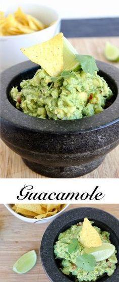 Leckere Guacamole zum Grillen oder einfach als Dip zu Nachos! Guacamole ist der perfekte Snack für laue Sommerabende!