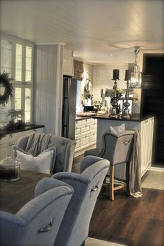 Bar stool - love it. Although I don't know how the hell she sits at that counter top in that chair. Hahahaha!