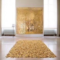 Félix Gonzales-Torres and Rudolf Stingel glittering in gold at the 'Dreams of Venice' exhibition (2013) ✨