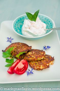 Tuerkische Zucchinipuffer 1 Dip, Salmon Burgers, Eggs, Cooking, Breakfast, Ethnic Recipes, Wordpress, Food, Recipes
