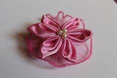 Różowy kwiat z tiulem