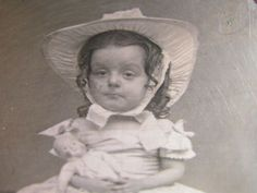little girl all dressed up holding her doll daguerreotype photograph Victorian Gentleman, Copper Wood, Daguerreotype, Cute Little Girls, Bearded Men, American Girl, Vintage Antiques, Hold On, Dress Up