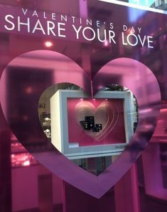 online and offline Valentine's Day campaign - Ispira.Blog Links Of London, Van Cleef Arpels, Thomas Sabo, Chopard, Visual Communication, Furla, Visual Merchandising, Valentines Day, Campaign