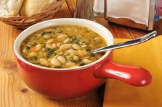 Souper Kale Soup This delicious soup will not only warm you up and boost your nutrition, it'll give you a nice energy boost, too. Lima Bean Soup, White Bean Kale Soup, Kale Soup Recipes, Vegetarian Recipes, Healthy Recipes, Vegetarian Curry, Healthy Meals, Easy Recipes, Lima Bean Recipes