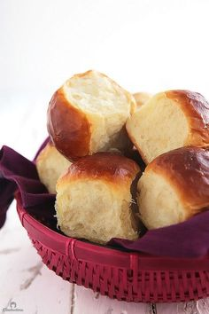 The fluffiest of all fluffy dinner rolls! This soft and airy bread, also known as Hokkaido milk bread, uses a fascinating but simple Japanese technique called 'Tangzhong' that ensures tender and fluffy results every time. Say 'HELLO' to your new favorite Hokkaido Milk Bread, Fluffy Dinner Rolls, Breakfast And Brunch, Bread Rolls, The Best, Cooking Recipes, Sweet, Chocolate Pizza, Molten Chocolate