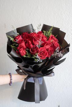 Red Flower Bouquet, Bouquet Wrap, Gift Bouquet, Beautiful Bouquet Of Flowers, Food Bouquet, Rose Bouquet Valentines, Birthday Bouquet, Rose Flower Arrangements, Flower Box Gift