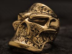 Amazing hand engraved gold ring