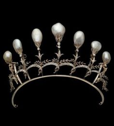 A pearl and diamond spike tiara by Chaumet, circa Marie Poutine's Jewels & Royals Royal Crowns, Royal Tiaras, Tiaras And Crowns, Royal Jewelry, Fine Jewelry, Lovers Knot Tiara, Antique Jewelry, Vintage Jewelry, Victorian Jewelry
