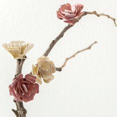 Easy decoration and a perfect gift. Some fallen branches and some paper flowers to make some cute Blossom centerpieces!