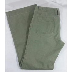 "Army green wide leg pants I think this style is amazing! Slit open pockets all around. The stitching pattern on the legs change for added detail. Hidden closure in the front for a more flattering fit. Wide leg opening. No flaws. 100% cotton. 30"" inseam. GAP Pants Wide Leg"