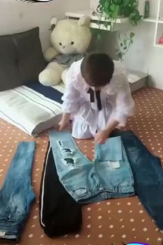 How to Fold Clothes to Save Precious Drawer and Closet Space. Store your shirts, pants, [Video] in 2020 How to Fold Clothes to Save Precious Drawer and Closet Space. Store your shirts, pants, [Video] in 2020 Diy Crafts Hacks, Diy Home Crafts, Simple Life Hacks, Useful Life Hacks, Diy Clothes And Shoes, Fold Clothes, Storing Clothes, Clothes Hanger, Diy Organisation