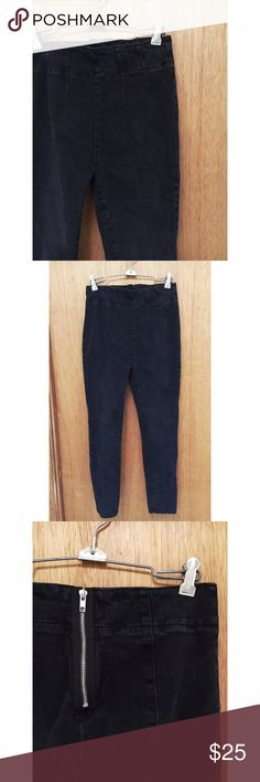 "👑 High waisted urban outfitters jeans👑 💋amazing condition! Barley ever worn. Brand ""BDG"" sold at urban outfitters. Size ""26"" 💥ALL ITEMS ARE SOLD AS IS💥 Urban Outfitters Pants Skinny"