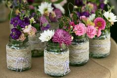 Ideen für Tischdeko - Vintage Vasen aus Einweckgläsern und Spitze