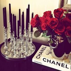 Bring a touch of retro Hollywood glamour into your home by dressing your bedside table with roses and black candles. Retro Home Decor, Diy Home Decor, Living Room Red, Black And Red Living Room, Glamour Living Room, Decoration Inspiration, Style Inspiration, Black Candles, Decoration Table