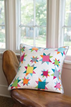 This modern pillow features the Sawtooth Star quilt block arranged seemingly without a pattern. For help getting started, check out our free video tutorial on how to make the Sawtooth Star quilt block. Digital pattern available. Patchwork Cushion, Quilted Pillow, Small Quilts, Mini Quilts, Patch Quilt, Modern Pillows, Decorative Pillows, Quilting Projects, Quilting Designs