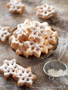 Discover our quick and easy recipe for Companion Shortbread on Current Cuisine! Polish Desserts, Polish Recipes, Rosette Cookies, Cupcake Cookies, Keks Dessert, Cake Recipes, Dessert Recipes, Sweet Desserts, Quick Easy Meals