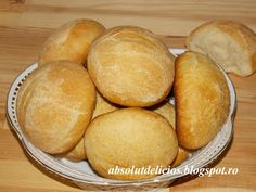 Absolut Delicios - Retete culinare: CHIFLE DE CASA Bread Recipes, Cooking Recipes, Cornbread, Hamburger, Food And Drink, Ethnic Recipes, Romania, Memories, Meal