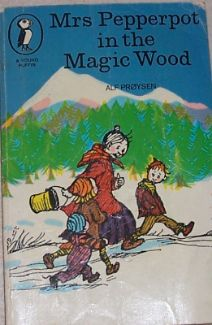 Buy Children's Books: Mrs Pepperpot in the Magic Wood: Alf Proysen - Cost Vintage Book Covers, Vintage Children's Books, 1970s Childhood, Childhood Memories, Children's Fantasy Books, Children's Book Illustration, Illustrations, Beautiful Book Covers, Childrens Books