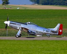 A North American Mustang painted in Swiss Air Force marking. Air Force Aircraft, Ww2 Aircraft, Military Aircraft, Air Fighter, Fighter Jets, Reno Air Races, Swiss Air, Old Planes, P51 Mustang