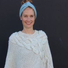 A poncho filled with power! This poncho has beautiful cable work and is knitted in our Woolpower yarn on a needle size 5 mm (US Crochet Yarn, Knitting Yarn, Knitted Poncho, Needles Sizes, Pulls, Poncho Patterns, Gilets, Pullover, Crocheting