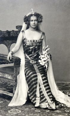 Crown Princess Marie of Romania dressed as Princesse Lointaine, Bucharest, 1896 (or maybe she was channeling Princess Leia) Royal Life, Royal House, Vintage Glamour, Vintage Beauty, Romanian Royal Family, The Duchess Of Devonshire, Royal Blood, Casa Real, Royal Jewels