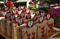 Alice In Wonderland Birthday Party Snack Ideas ❥❥❥ http://bestpickr.com/mad-hatters-tea-party-ideas