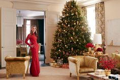 Inside the Manhattan apartment of Aerin Lauder, a christmas tree is decorated with lustrous gold ornaments that the style-setter  has collected over the years.  ELLE DECOR, December 2014