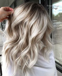If you just use the medium long hair as a short to long transition, or you always love this length of hair, I believe that you all want to keep the best image. Well, open this article and look for it:Medium long hair design inspiration. Neutral Blonde Hair, Ice Blonde Hair, Balayage Hair Blonde, Ice Blonde Highlights, Balayage Highlights, Long Hair Designs, Medium Long Hair, Hair Color And Cut, Beautiful Long Hair