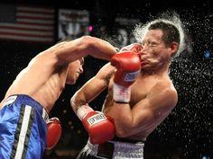 Mark Melligen, das Filipinas, é acertado por Gabriel Martinez; filipino ganhou a luta em Las Vegas, EUA
