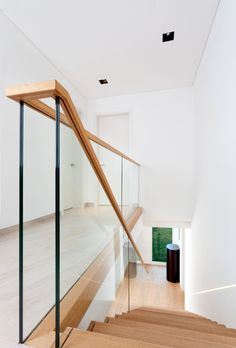/>Zigzag stair made of oak. Balustrade made of glass with wooden handrail. Stairs of the TECHNE line. Private residential project, designed by TRĄBCZYŃSKI. Glass Handrail, Oak Handrail, Glass Stairs, Glass Balustrade, Staircase Railings, Glass Stair Balustrade, Staircases, Railing Design, Staircase Design
