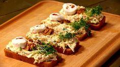 Celozrnné chlebíčky s kozím sýrem a celerovo-mrkvovou remuládou