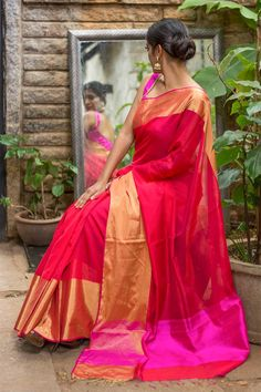 Gorgeous big border silk saree. Kanjeevaram sari. Indian fashion.