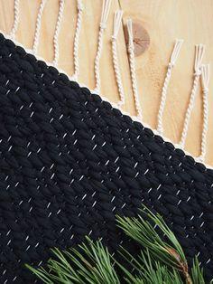 Fiber Art, Needlework, Christmas Crafts, Weaving, Rugs, Knitting, Crochet, Handmade Christmas Crafts, Closure Weave
