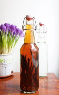 Chutneys, Vanilla Extract Recipe, Homemade Vanilla, How To Make Homemade, Hot Sauce Bottles, Baking Recipes, Food And Drink, Sweets, Blog