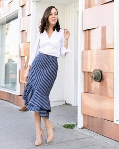 A striped pencil skirt for work. A striped pencil skirt for work. Pencil Skirt Work, Pencil Skirt Outfits, Casual Skirt Outfits, High Waisted Pencil Skirt, Modest Outfits, Modest Fashion, Fashion Outfits, Pencil Skirts, Office Outfits