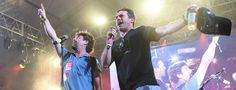 Découvrez Jon Hamm et Zach Galifianakis chanter le tube We are the World