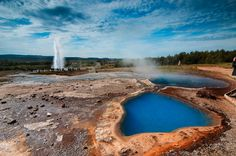 Strokkur in the southwest of Iceland beside the Hvítá River is a popular fountain geyser. Many geysers are found in Haukadalur in the south of the country.