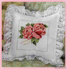 Cross Stitch Cushion, Cross Stitch Rose, Cross Stitch Flowers, Modern Throw Pillows, Diy Pillows, Cross Stitch Designs, Cross Stitch Patterns, Fabric Paint Designs, Stitch Crochet