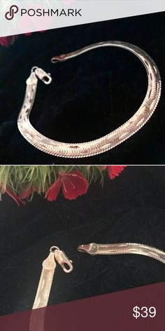 """💎Vintage 925 SS Herringbone bracelet Vintage Sterling Silver Herringbone bracelet. Very delicate and beautiful. Length is 7"""". Italian 925 Maker's mark stamp. Complementary gift box included! Shop my closet for more one-of a kind, unique, vintage sterling silver pieces 💕 Jewelry Bracelets"""
