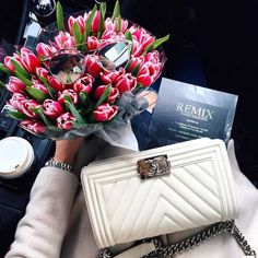 Find images and videos about flowers, chanel and bag on We Heart It - the app to get lost in what you love. Flower Bag, My Flower, Chanel Boy Bag, Coco Chanel, Fashion Handbags, Fashion Bags, 90s Fashion, Fall Fashion, Fashion Accessories