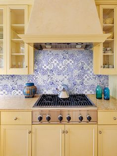 Polished glass mosaic with inkjet printed wall mosaic tile. Kitchen Mosaic, Blue Kitchens, Farmhouse Kitchen Decor, Kitchen Design Small, Kitchen Cabinet Design, Glass Mosaic Backsplash Kitchen, Mosaic Tile Backsplash Kitchen, Granite Countertop Designs, Kitchen Tiles Backsplash