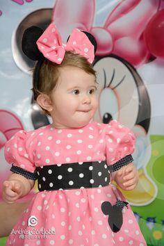 Cumpleaños de Baby Minnie, vestido a lunares rosado y negro,con vincha de orejas + moño.