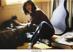 iaintnobodyswhore: Patti Smith with her cat, NYC
