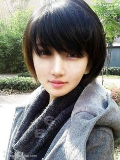 Asian Bob Haircut 2019 - Get inspired with these splendid hair styles! These haircut 2019 for men dan women can be clean cut for work or edgy for play. Chinese Bob Hairstyles, 2015 Hairstyles, Short Hairstyles For Women, Hair Styles 2016, Medium Hair Styles, Short Hair Styles, Short Straight Haircut, Short Hair Cuts, Korean Short Haircut