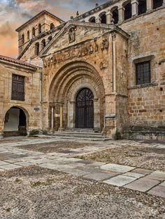 Colegiata de Santillana del Mar ( #Cantabria #Spain