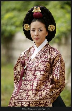 The King's Lady  (Hangul: 왕의 여자; RR: Wang-ui Yeoja) is a 2003 South Korean television series starring Park Sun-young, Jii Seong. It aired on SBS. Gwanghae, the child of a concubine, becomes the crown prince of Joseon. Court lady Kim Gaeshi helped him to asend the  throne. He loved her. 선조의 후궁 인빈  김씨
