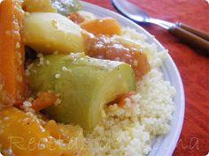 Cuscús de pollo con verduras - Cada viernes se prepara el cuscús en Marruecos, se reúne la familia y comen todos juntos alrededor del mismo plato. Aunque se puede acompañar del famoso té a la hierbabuena, lo más tradicional es acompañarlo de un buen vaso de lben (se pronuncia elbén), que es algo parecido... - http://www.lasrecetascocina.com/2011/06/11/cuscus-de-pollo-con-verduras/