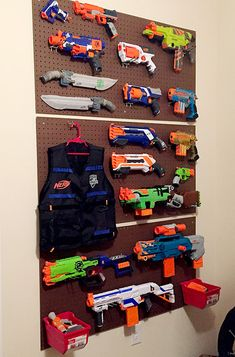 58 Genius Toy Storage Ideas & Organization Hacks for Your Kids' Room - - Can't stand toys and books everywhere in your house? Try these 58 toy storage ideas & kids room organization hacks to transform your kids' messy room. Peg Board Walls, Peg Boards, Nerf Gun Storage, Kids Room Organization, Organization Hacks, Organizing Tips, Organizing Clutter, Basket Organization, Nerf Party