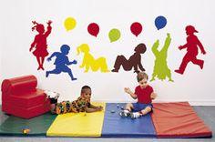 Decore las paredes de su clase, esto ayuda a crear un ambiente más divertido.