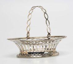 Fraai ovaal ajour zilveren bonbonmandje met togenrand, parelranden en eierlijsten - S.G. de Mare, Utrecht (1777/1809) - 1796 - 102 gram